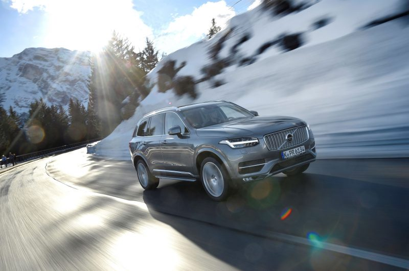 2017-volvo-xc90-t5-inscription-front-three-quarters-in-motion-1