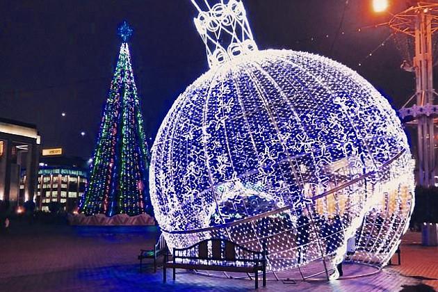 oktyabrskaya_square_in_minsk_before_new_year_holydays