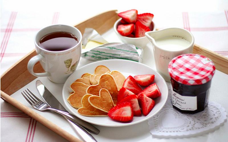 breakfast-in-bed-bride-wedding-jpg