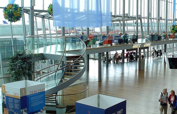 1463657066_1280px-airport_arlanda_sweden.jpg