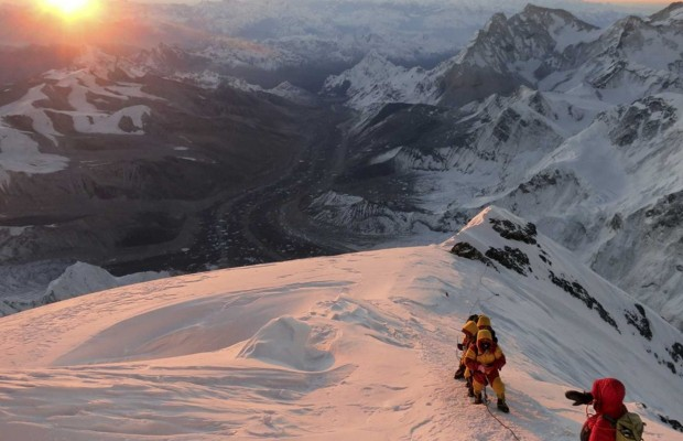 1463895022_13-reported-dead-in-mount-everest-disaster.jpg