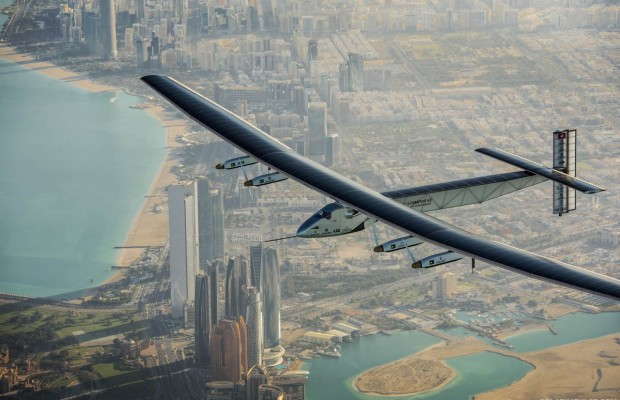1468392168_first-completely-solar-powered-plane-currently-flying-around-the-world-funnyrepost.com-.jpg