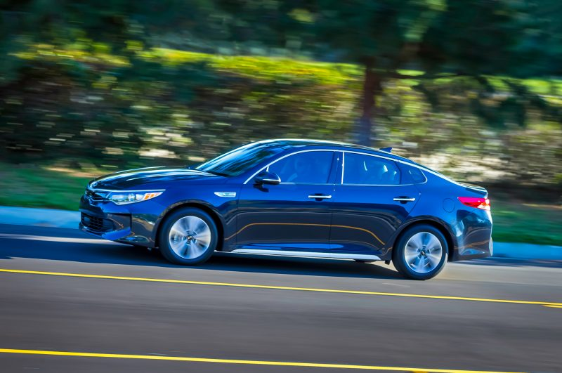 2017-kia-optima-hybrid-side-in-motion