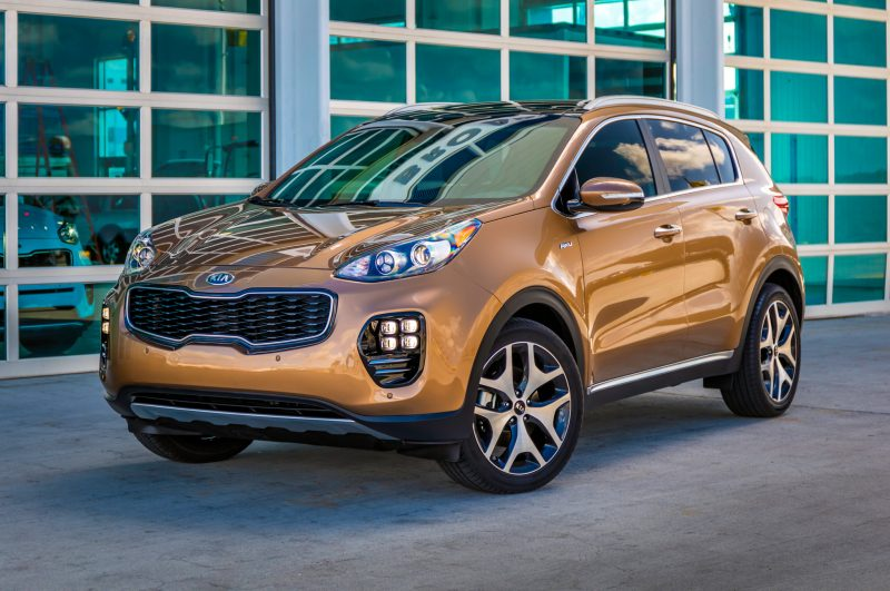 2017-kia-sportage-sx-turbo-front-three-quarter-01