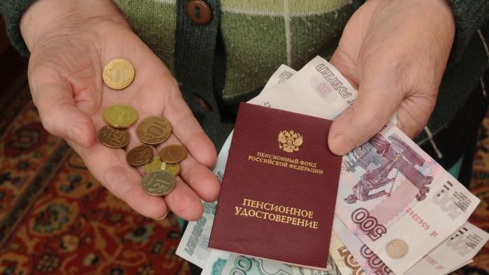 2013-12-30-putin-podpisal-zakony-o-pensionnoj-reforme-700x394