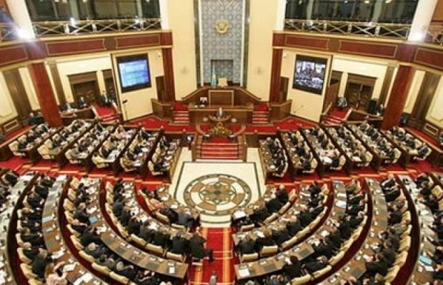 deputaty_parlamenta_ne_zapretyat_chinovnikam_vyezzhat_iz_strany_09e95154