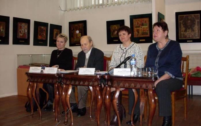 otkryitie-xxviii-mejdunarodnogo-festivalya-sovremennogo-iskusstva-im-n-roslavtsa-i-n-gabo-foto-01_698x436
